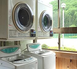 保健室に設置されている洗濯機の写真