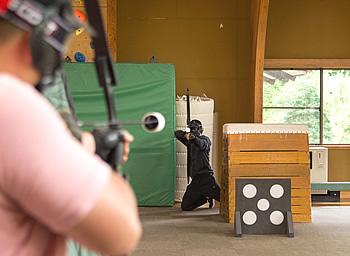 校長VSスタッフの一騎打ちの写真